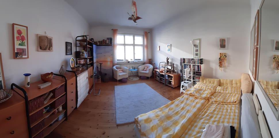 Helles Zimmer mit 1 Bett 140 cm für zwei Personen