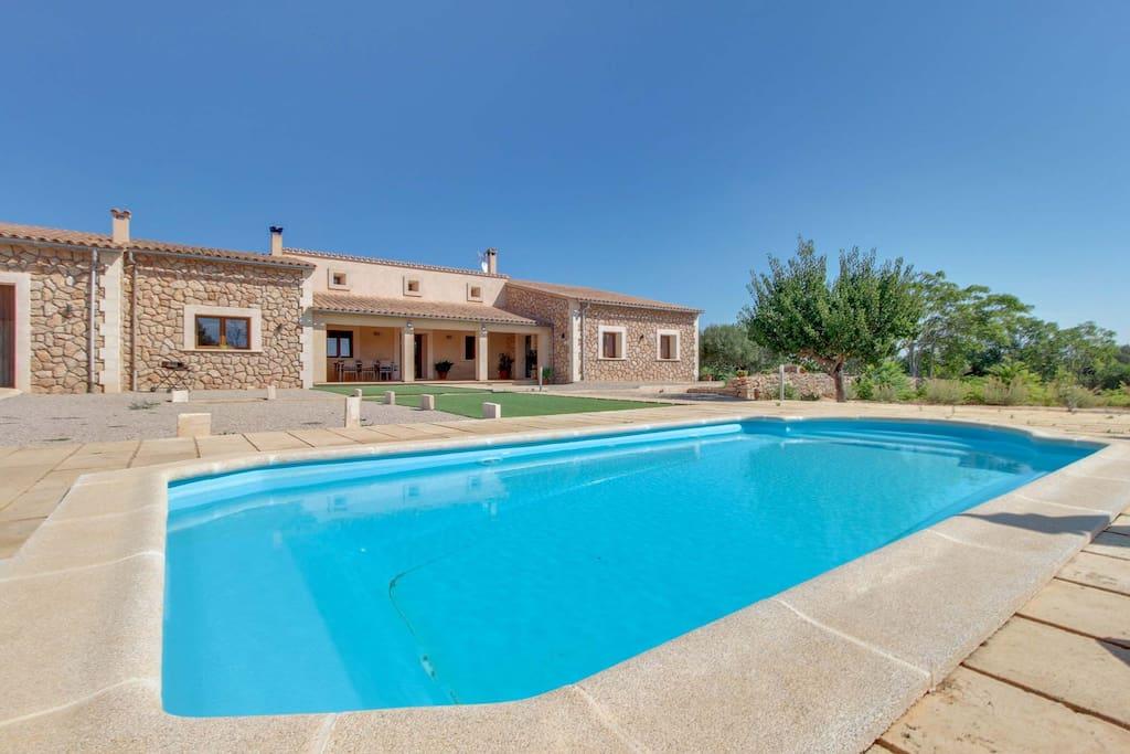 Villa todas las comodidades piscina ref 1167913 for Piscinas hinchables eroski