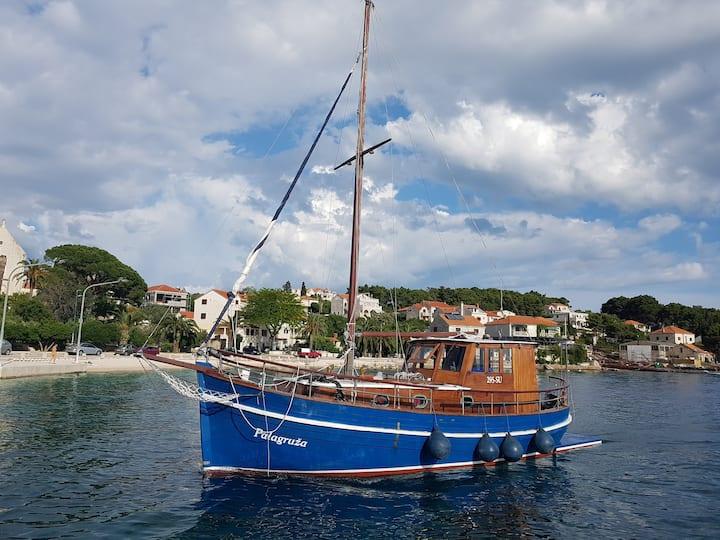 Charter yacht/motorboat/Split/Hvar/Vis/Croatia