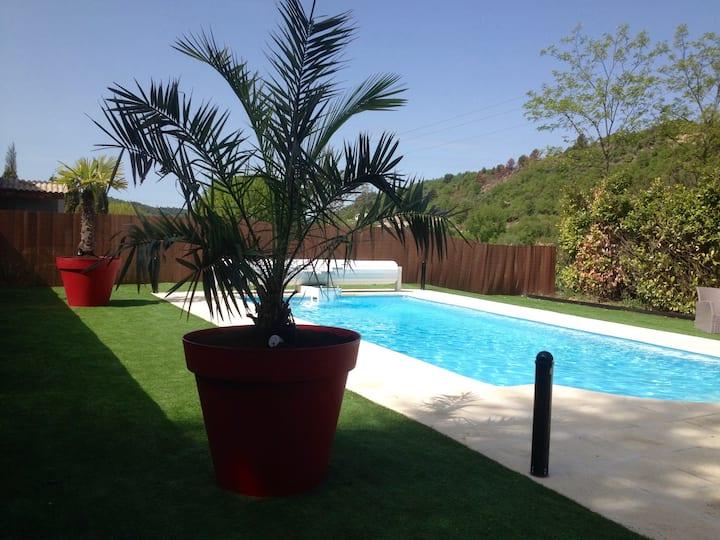 """""""Lou castéu """" villa pour 8 personnes avec piscine"""