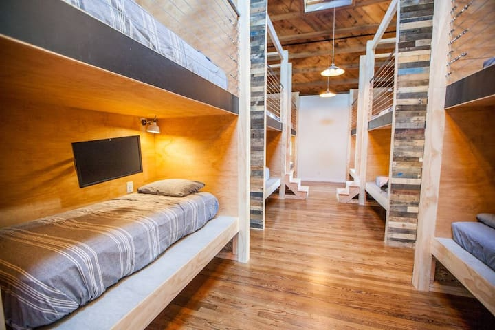 Shared Pod Housing in Venice