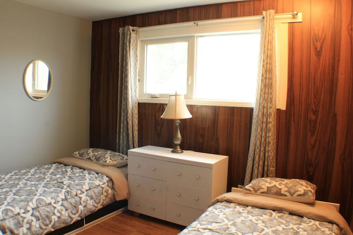 Aurora Guest House Twin Rooms Downtown YK