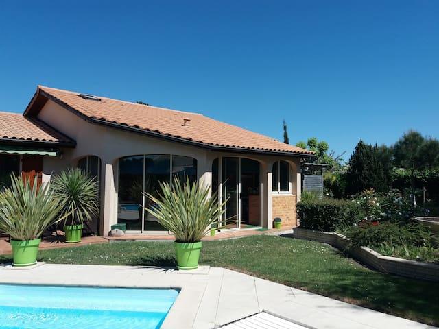 Bel appartement 48 m2 piscine  12km de Bordeaux