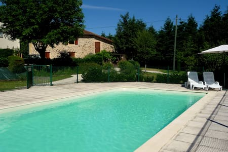 Stunning studio w/ pool near beach - Angoisse