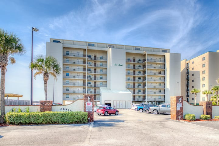 Gulf-front condo w/ breathtaking views, shared pool, & on-site tennis courts