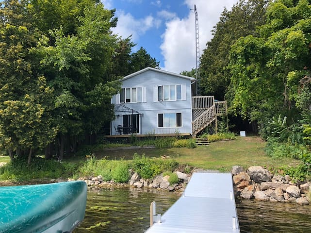 Lakeside 5-bedroom Cottage Near Perth