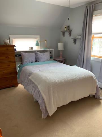 Upstairs bedroom full