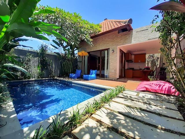 Cute villa, private pool & 5mn Canggu Beach!
