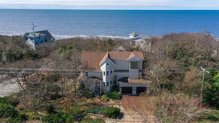 Large home 2 houses to Delaware bay with hot tub
