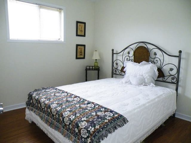 Bayfield Cottage Apartment - Bluewater - Apartment