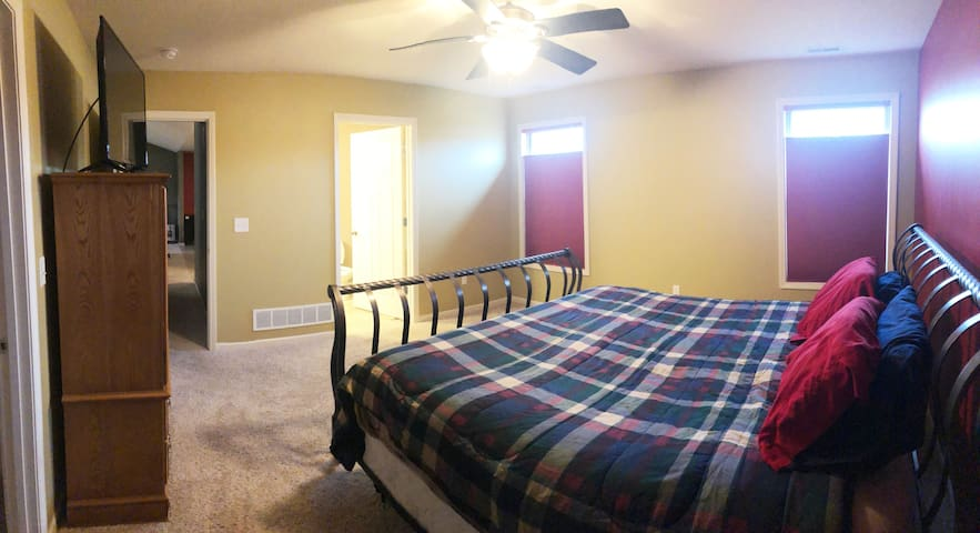 Master King Suite, Large TV, workspace, fast WiFi.