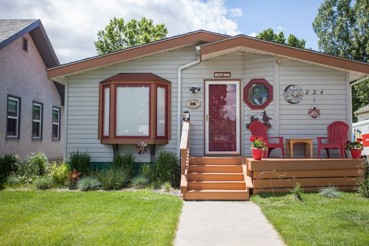Walk to the River in this affordable, bohemian home- sure to make you happy!| 3 Bedroom, 2 Bathroom