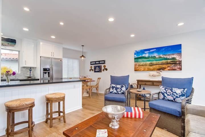 Beachy and bright condo with shared patio, easy walk to the beach!