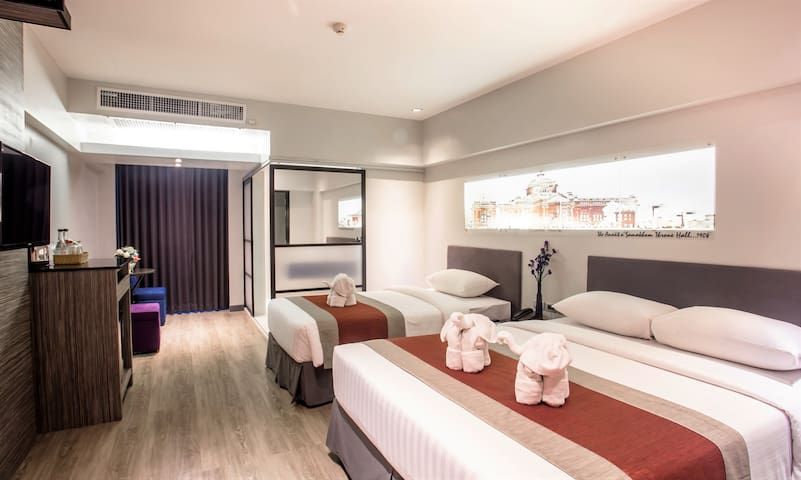 Deluxe Canal Room+ABF 2 persons near Khaosan Road