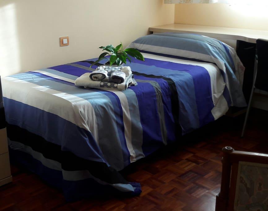 Dormitorio con cama 1'05ctms para Airb&n.