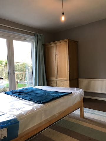 Furnished large double room, for short term stays