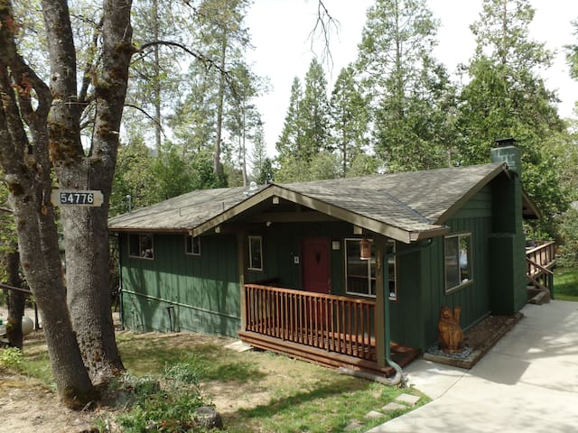 The Cozby Cabin in Willow Cove /Bass Lake