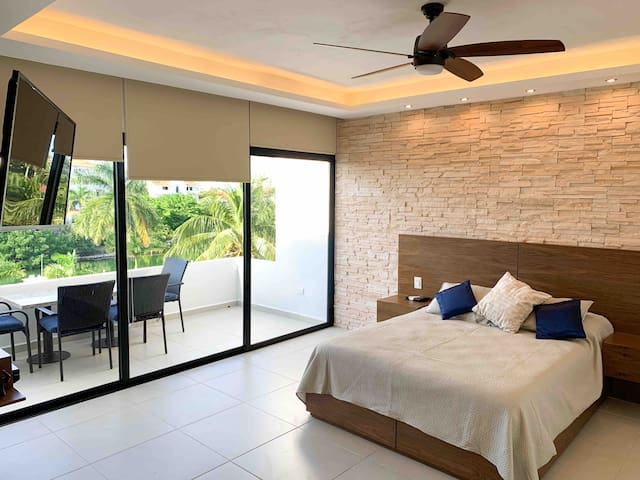 Luxury Holiday Apartment by the Lagoon