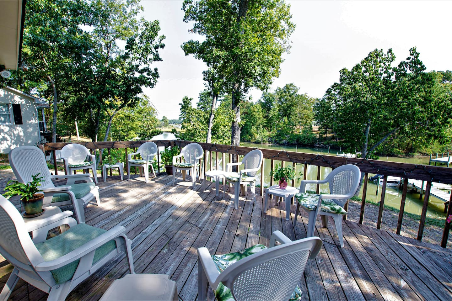 """LINGER AT THE RIVER"" while relaxing on the deck overlooking Perkins Creek enjoying its wonderful views and incredible wildlife in the town of Urbanna. Nearby are restaurants, Piankatank Golf Course, marinas, National croquet course, and wineries."