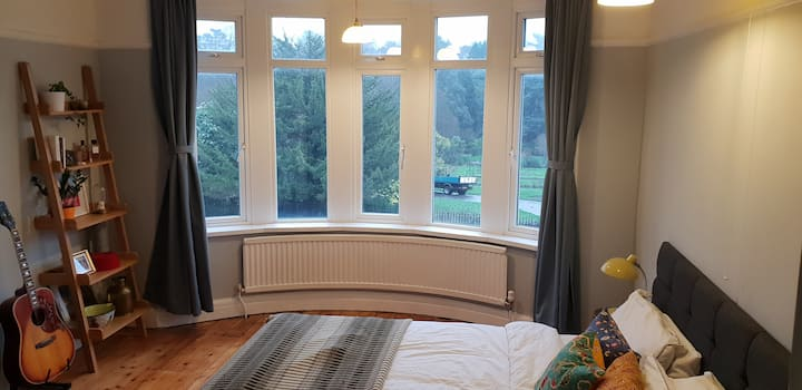 Super-king room in dlx home overlooking Roath Park