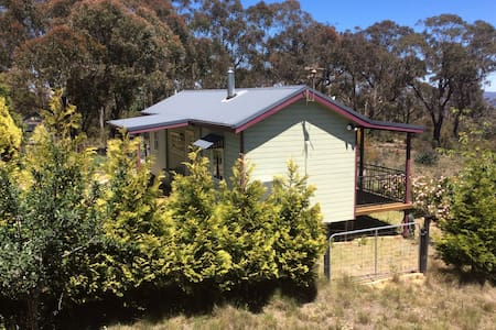 Bright and airey bush cottage - Mount Victoria