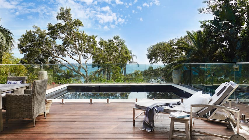 Manly Seaside - Contemporary Hotels - Manly - Villa