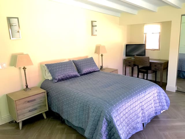 Master Bedroom - sleep in comfort on queen bed w/ luxurious sheets and bedding!