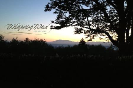 Whispering Wind - Garden Room - Monroe