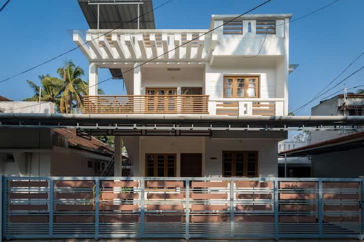 Bernard Riverside - 1st floor apartment at Cochin