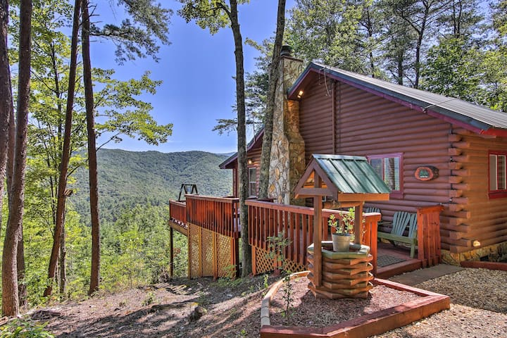 This lovely cabin sleeps 4 adults and has a loft to accommodate 2 kids.