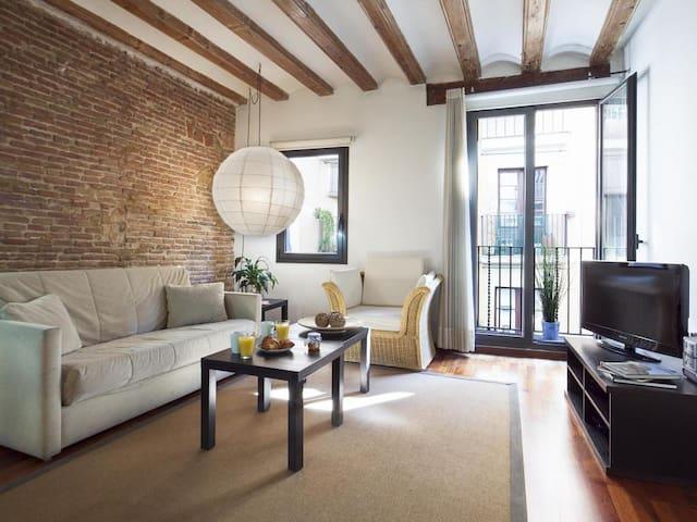 Apartamento moderno/antic en pleno centro de bcn