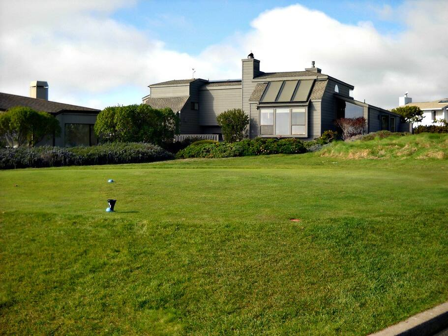 Golf and Sonoma Coast Ocean Views. Enjoy and Relax. HERON HOUSE