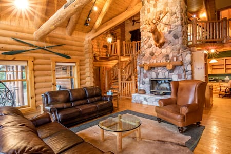 Dancing Bear Lodge-Log Cabin
