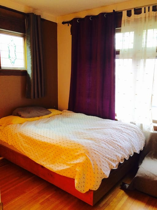Queen bed with super comfortable mattress...lots of space and cozy