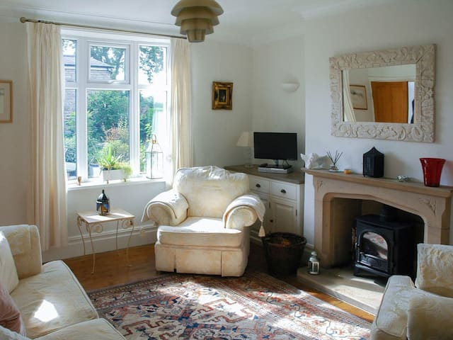 Meadow View Cottage (UKC3728)
