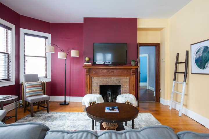 The Historic Charmer * Spacious 1BR + Den