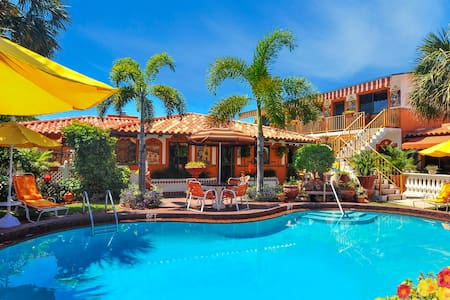 Welcome to our Mexico-style hacienda! Beachside! - Lauderdale-by-the-Sea