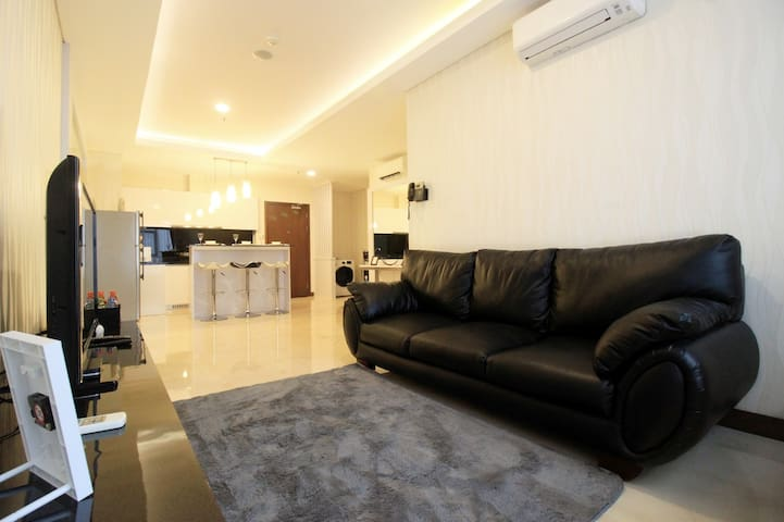 CRAZY DEAL - 2BR Luxury L'Avenue Apt By Travelio - Pancoran - Apartment