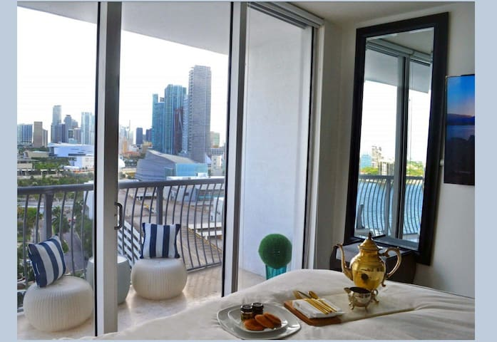 Extremely sanitized LUXE🏡 bay & city views+parking