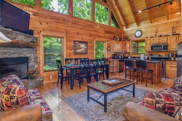 Serene Cabin ⛰ View, Hot Tub, GameRoom for 16