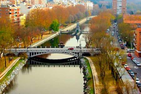 Estupendo y tranquilo apartamento junto al Rio - Madrid - Flat