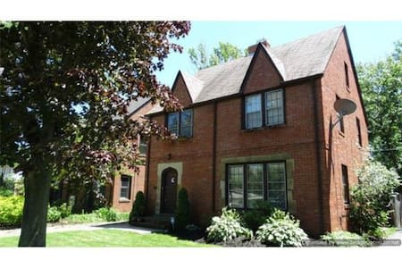 3854 Meadowbrook Blvd (RNC listing) - University Heights - Haus