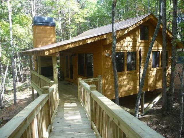 Mullberry Spice/ SECLUDED Treehouse like cabin