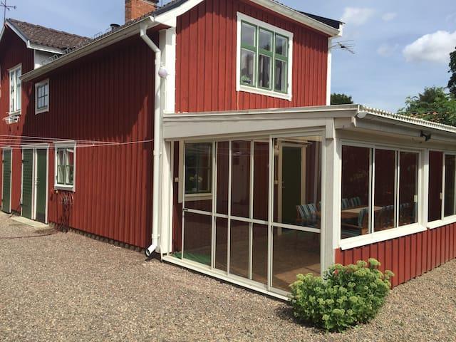 Gårdshus i charmiga Vadstena - Vadstena - Appartement