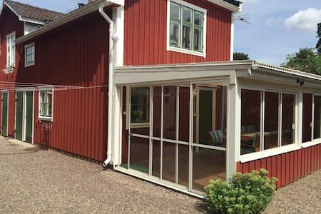 Gårdshus i charmiga Vadstena - Vadstena - Квартира