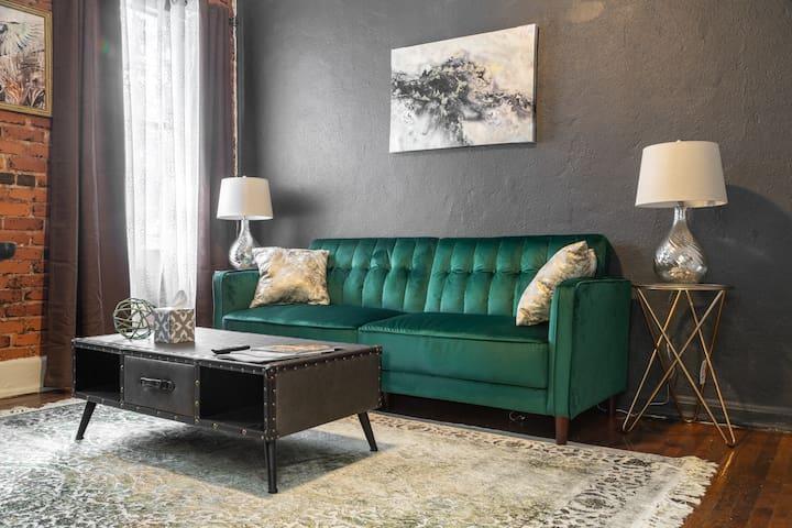 Vintage and Stylish 1 bedroom apt