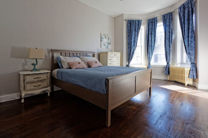 Spacious and cozy room 25minutes from Manhattan