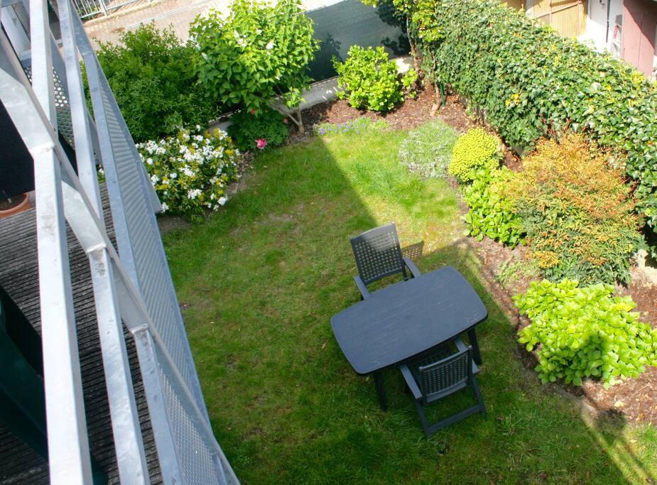 Notre jardin (depuis la terrasse de la cuisine)