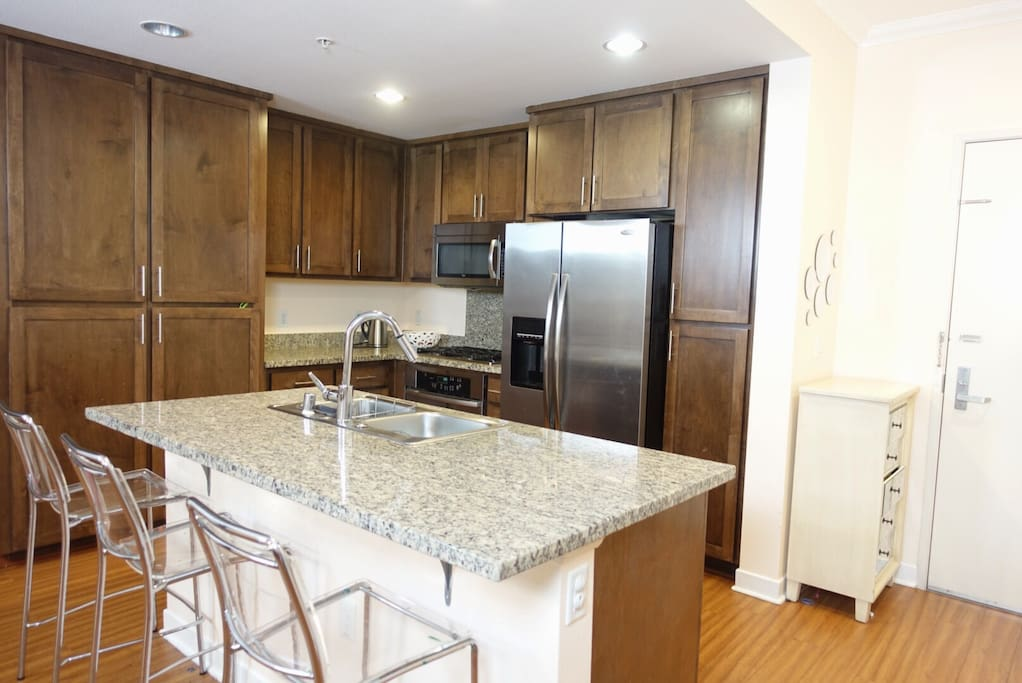 Cook's kitchen with granite counters, wood cabinets, stainless steel appliances!