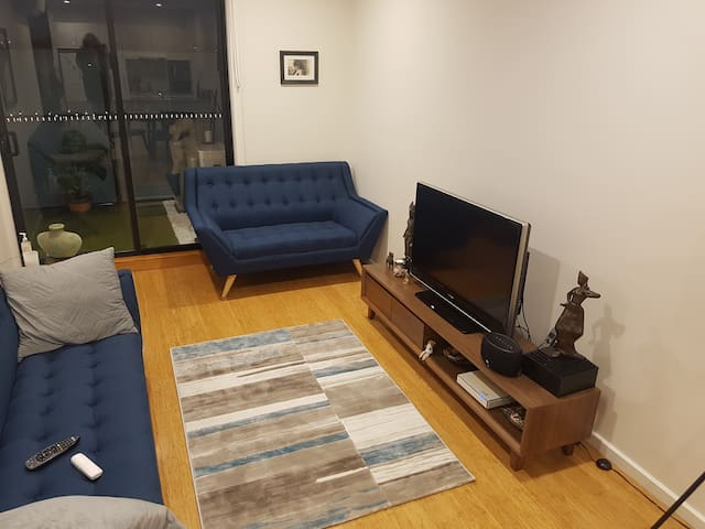 Beautiful 2 bedroom apt on High st in Northcote.
